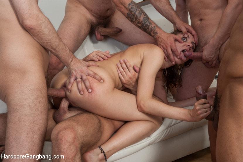 Порно групповой анальный секс с русскими девушками