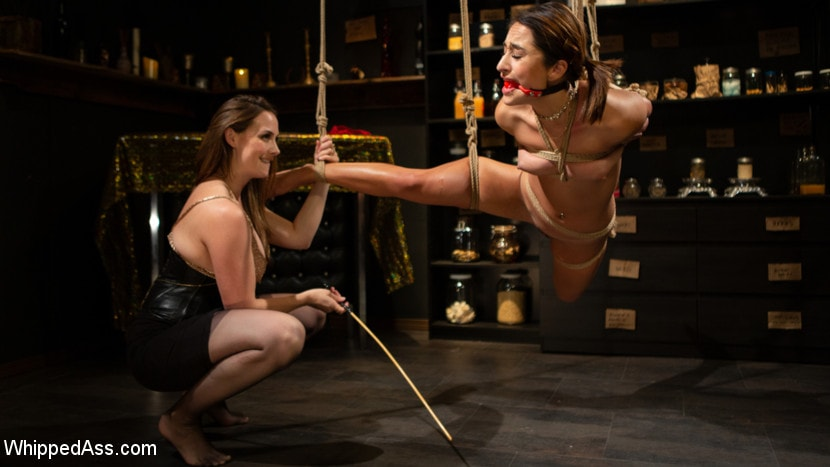 Chanel Preston - Virgin Lesbian Witchcraft: Chanel Preston Enchants Isabella Nice | Picture (2)