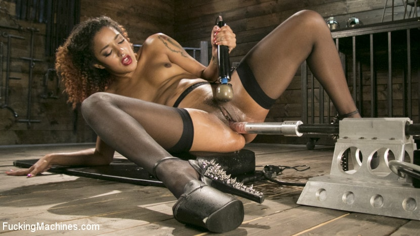 Daisy Ducati - Ebony Squirt Queen Daisy Ducati Gets Royal Fucking Machines Treatment! | Picture (16)