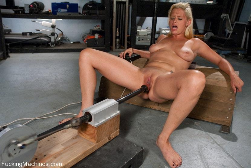 попки спустили порно видео секс машина трахает блондинку рюмки столик