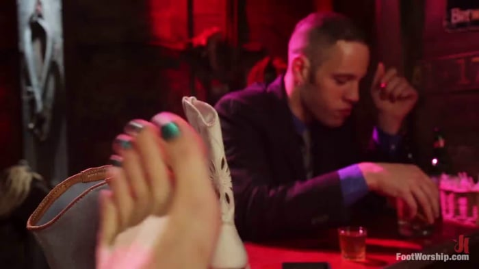 London Keyes in Honky Tonk Foot Bar: Whisky, Women, Mu ...