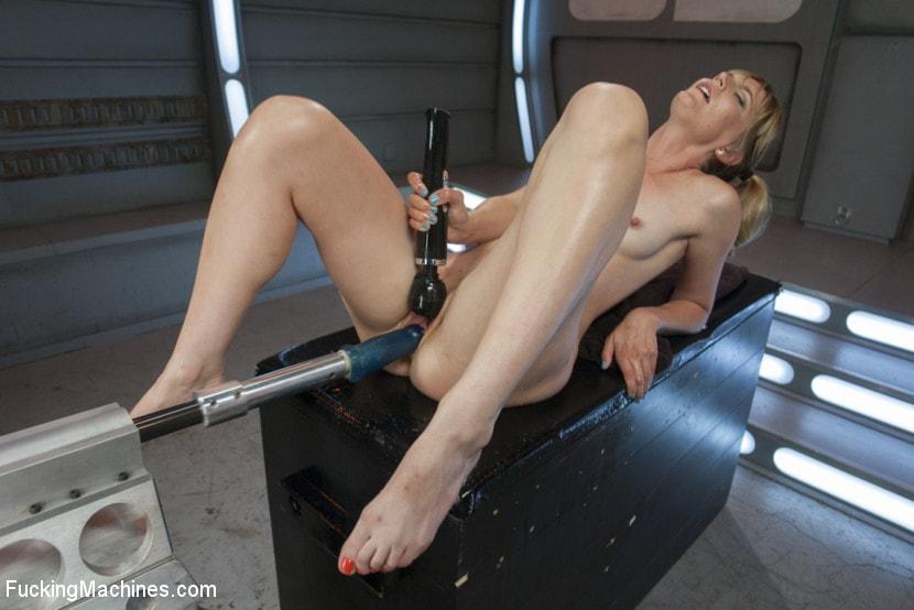 prostitutka-iz-gostinitsi-kosmos