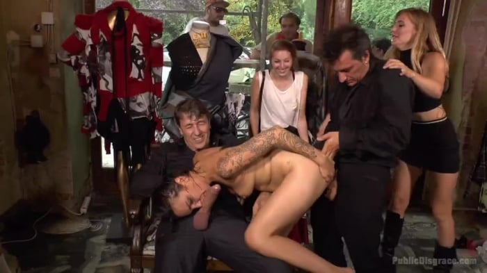 Mona Wales in Porno Virginty taken with a Public Doubl ...
