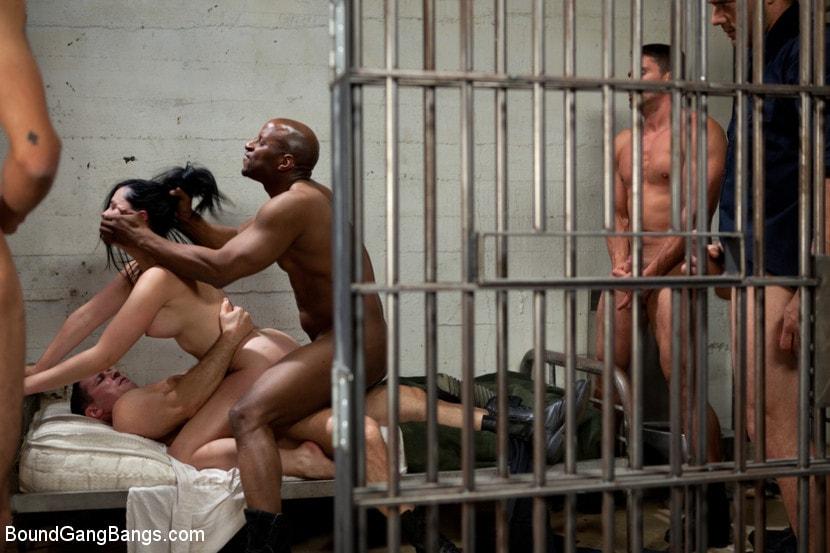 Смотреть бесплатно порно тюрьма заключенные