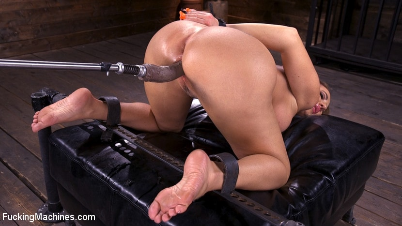 Richelle Ryan - Bodacious Curvy Babe is Bound and Fucked with Machines | Picture (5)