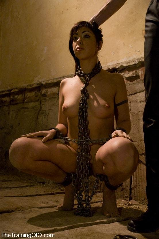 restrained-elegance-foto-rabini-v-kandalah-foto