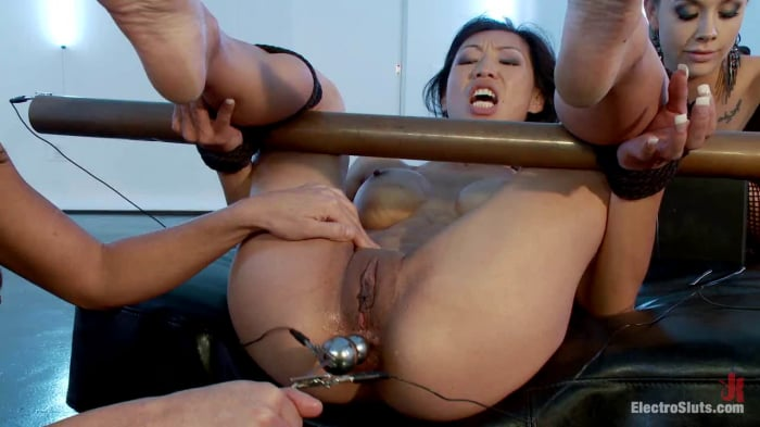 Tia Ling in Little Electro Anal Slut!