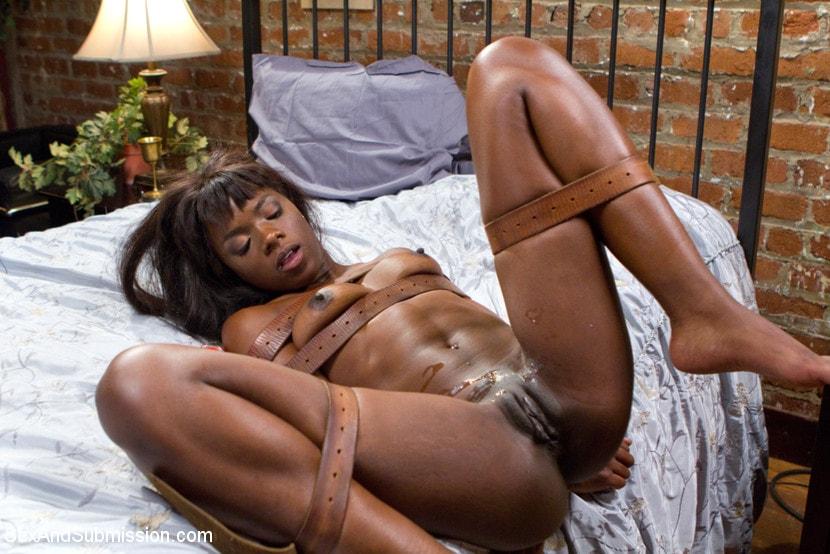 Ebony gets orgasm in device bondage
