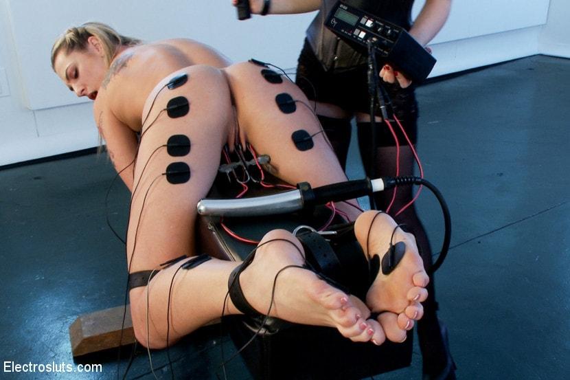 Порно игрушки электро бдсм, порно грудастая блондинка мастурбирует
