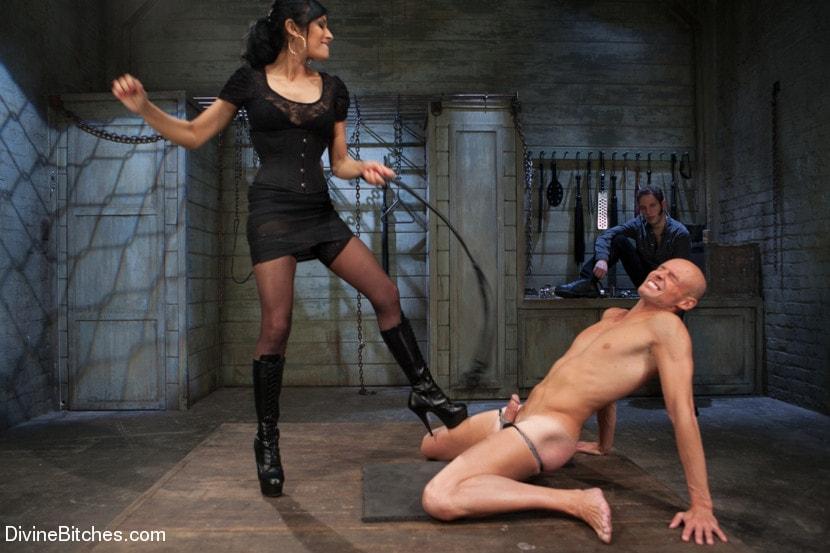 что госпожа раздела раба до гола что перепадало продажи