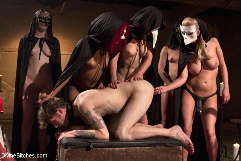 porno-onlayn-ritual-ogromniy-huy-v-pizde-krupniy-plan