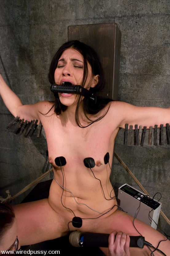 Hard bdsm with an electric dildo