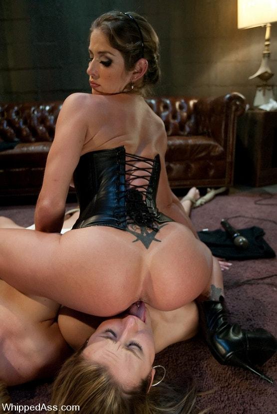 Hot Brunette Lesbian Gives Deep Rim Job To Her Lover