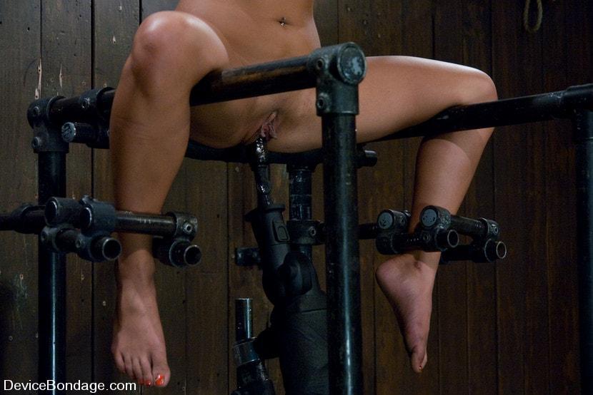 Huge Fuck Machine Drills Bound Lianna Till Explosive Orgasm