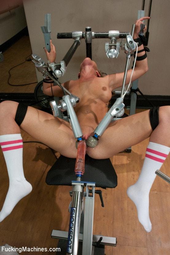 Порно трах с применением электрического тока, смотреть порно с ди анджело