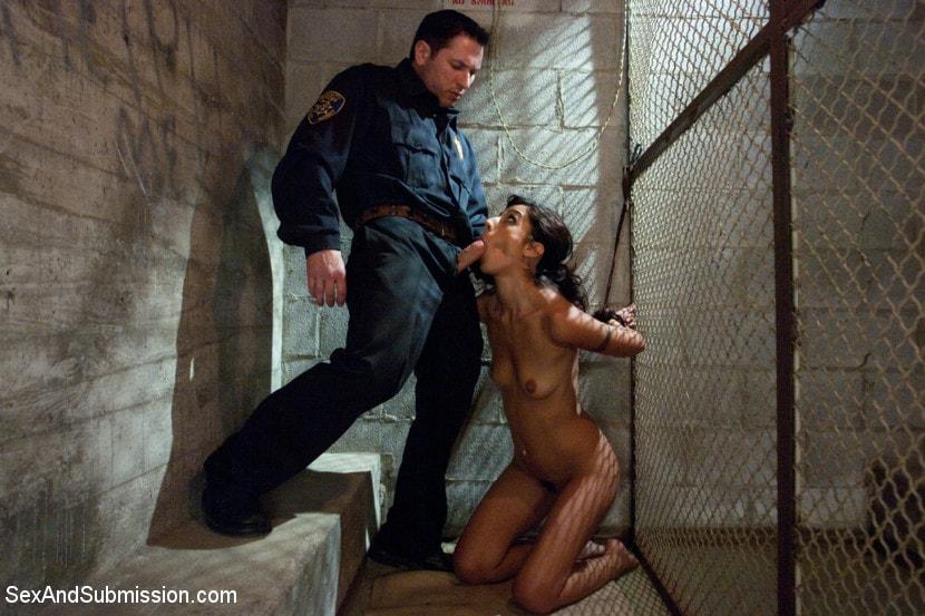 prison-women-getting-fucked-kendra-lust-nuda