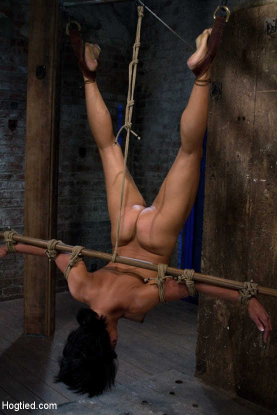 sextape-suspended-upside-down-bondage-sexy-girl-big