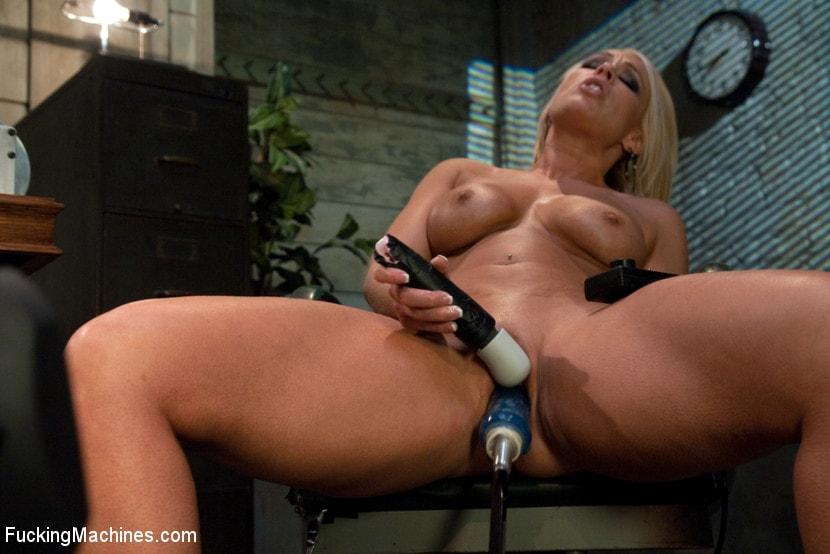Girl squirting fuck machine