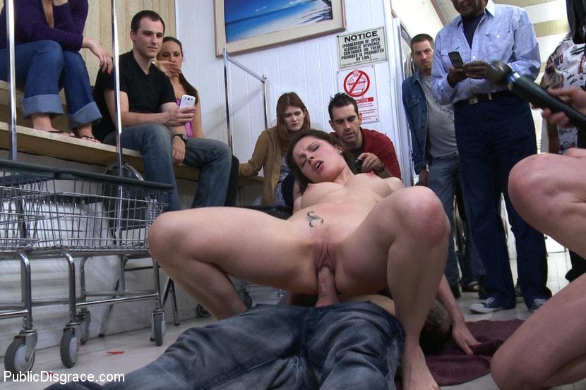 telok-video-porno-seks-v-obshestvennih-mestah-siskami-telka