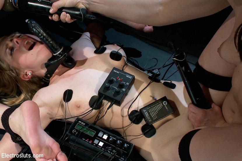 onlayn-elektrostimulyatsiya-lesbiyanki-bdsm-seks