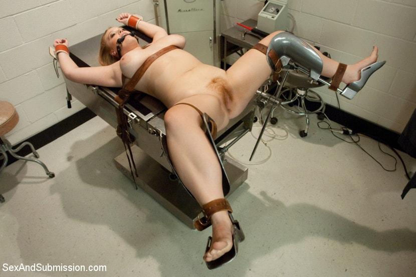врач связал и оттрахал пациентку секс машиной